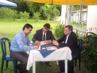 5 Mai 2011: Avant le départ, l'Ambassadeur Vandoorne signe le Livre d'Or.