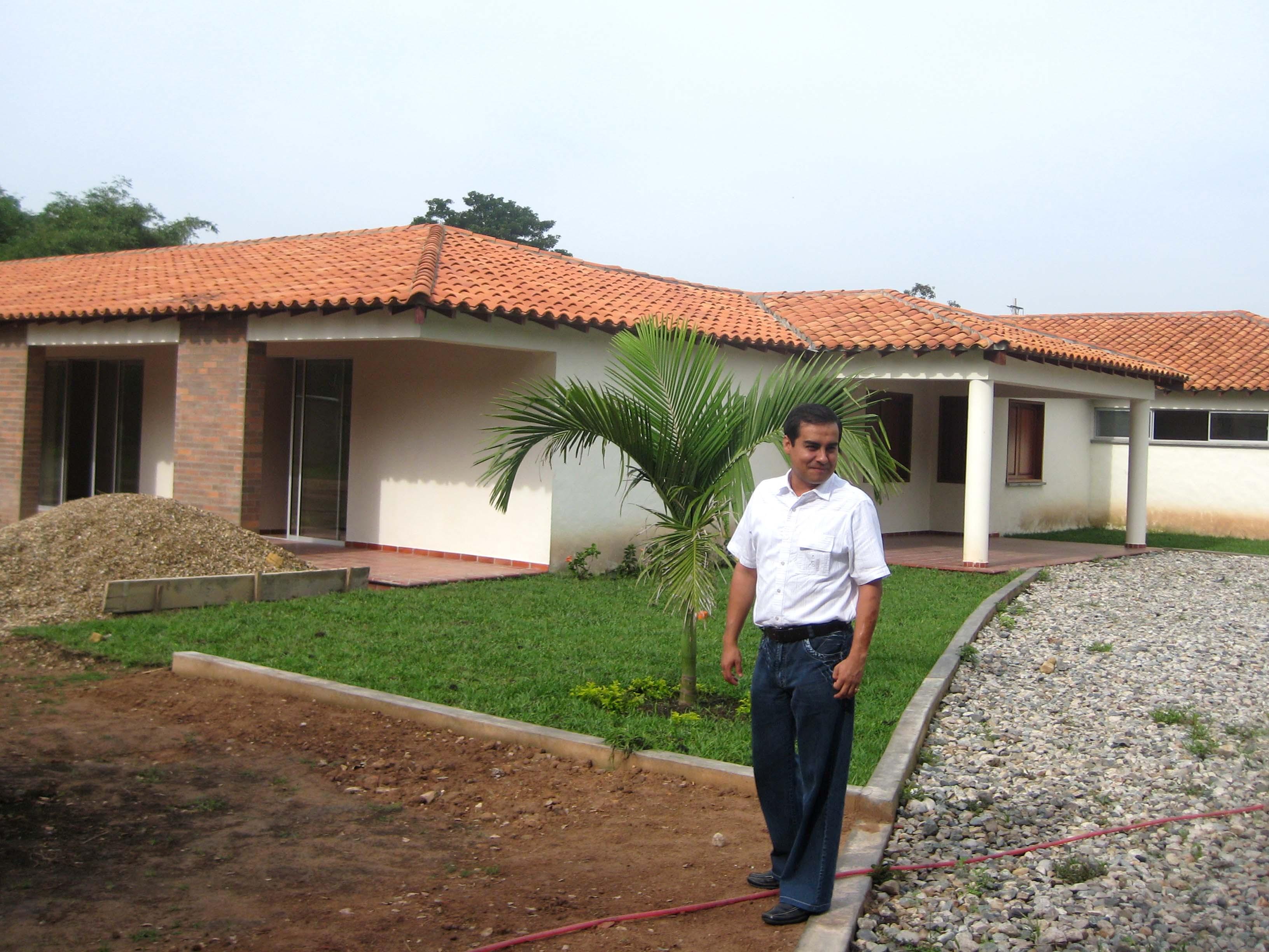 Son histoire des voix pour albeiro vargas for Construire une maison de retraite