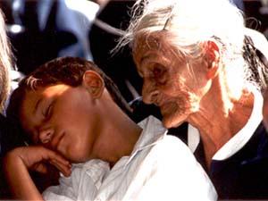 ... mais au soir, l'ange est fatigué, et l'Abuelita reprend son rôle... de grand-mère.